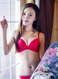 头条女神崔昭妍雪屋红色内衣性感身材室内私房写真