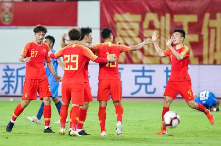 国足2-0菲律宾:吴曦破门,吴曦张稀哲联袂建功里皮开门红!